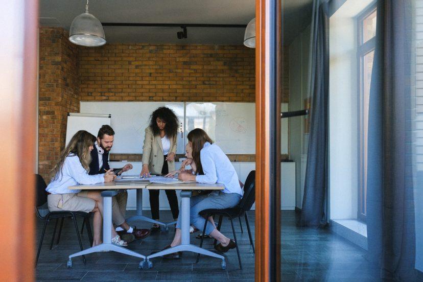 店舗&ブランド運営企業の社内コミュニケーション強化施策の内部的なメリット