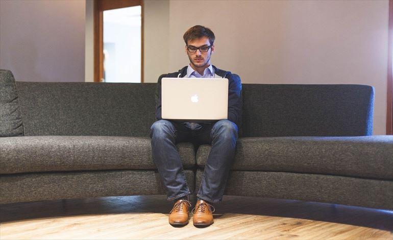 アパレル業界のWebマーケティング イメージ画像