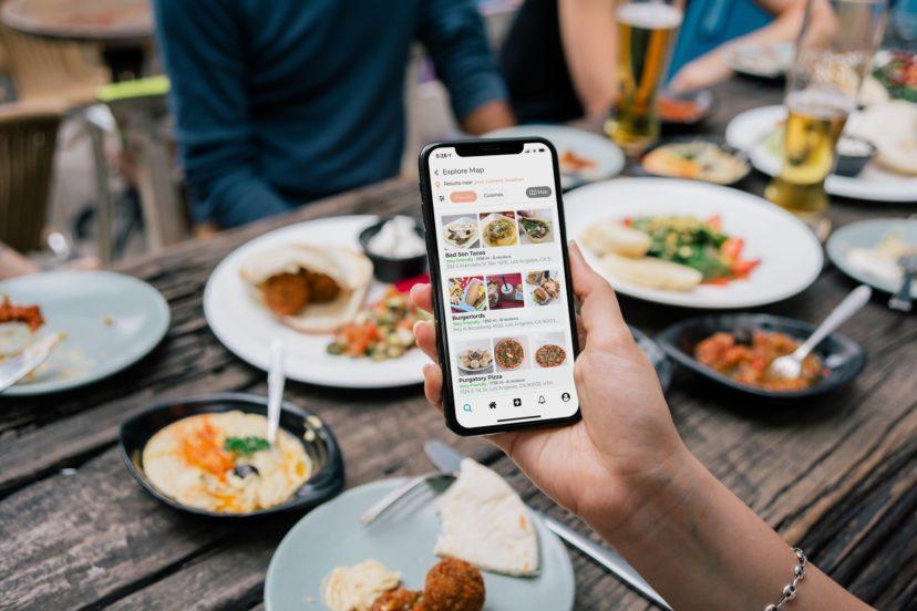 飲食店のアプリ開発は必要?一般的なサイトとの違いは?