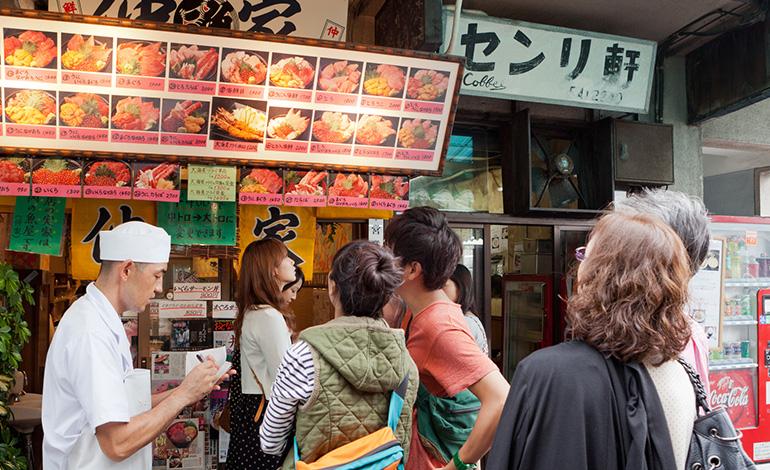 繁盛するお店には秘密がある!効果的な飲食店の集客方法とは? アイキャッチ画像