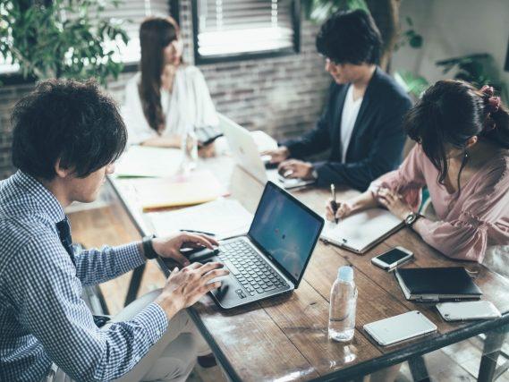 エンゲージメント向上で変容する行動とは?業績アップに役立つ理由 アイキャッチ画像