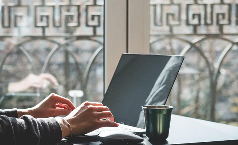 DXを強化する意義と事業者が今すべきことは?事例を紹介 アイキャッチ画像