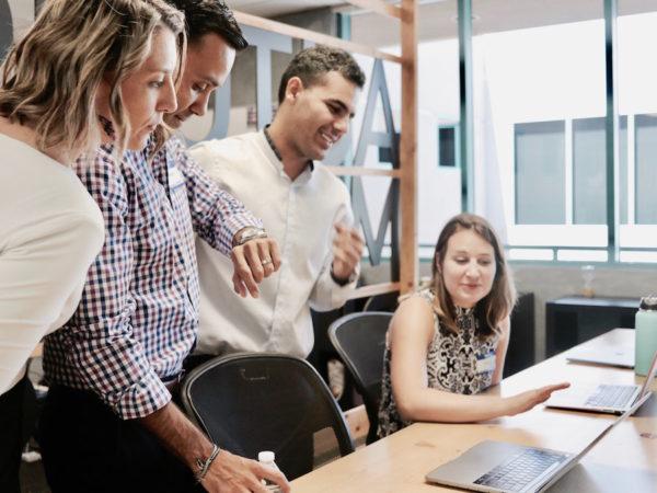「従業員満足度」の定義とは?メリットと実際の取組み事例 アイキャッチ画像
