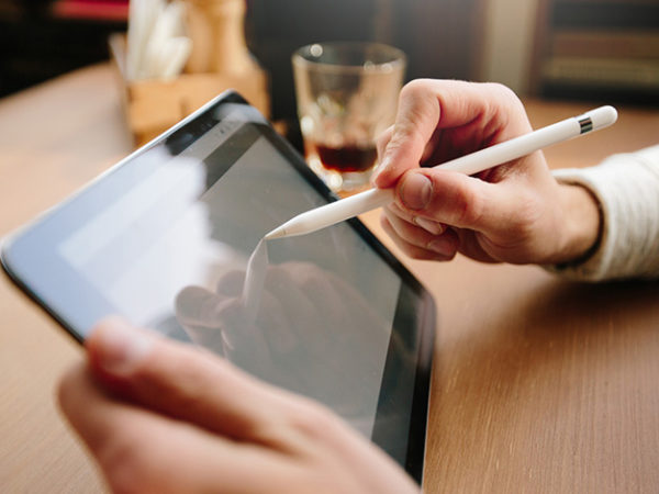 電子契約のメリットとは?デジタル化解禁で変わる雇用契約 アイキャッチ画像