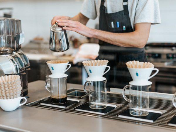 働き方改革に対する飲食業界の課題と解決策は?企業の具体的な事例も紹介 アイキャッチ画像