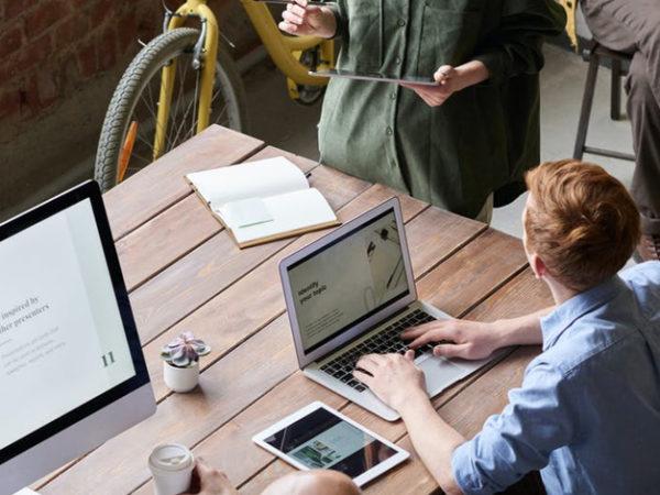 自社らしい人事評価制度を導入して業績アップに繋げよう アイキャッチ画像