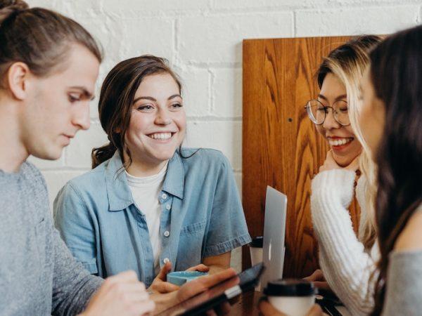 スタッフモチベーションを向上させるには?企業が取り組む意義と事例を紹介 アイキャッチ画像