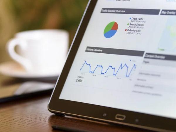 企業が行うべきRFM分析とは?【メリットと手順も解説】 アイキャッチ画像