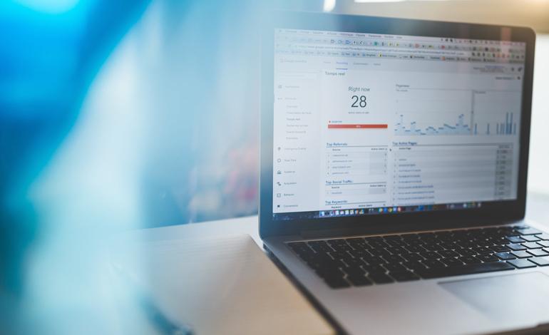 CRMの顧客データをどのように集客、売上のために有効活用すべきか? アイキャッチ画像