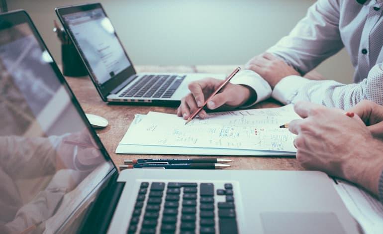 顧客分析とは?目的・主要な3つの分析手法・集客UPに活かす方法を解説 アイキャッチ画像