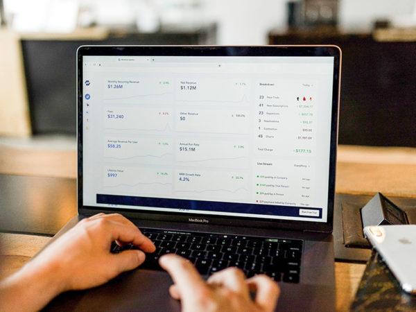 顧客属性を分析する方法を紹介!注意点と活用方法を解説 アイキャッチ画像