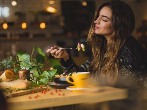 CRMの導入が飲食店を繁盛させる|メリット・おすすめツールを紹介 アイキャッチ画像