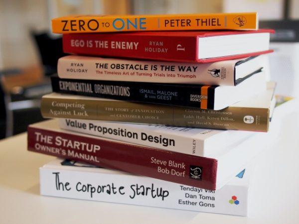 本から学ぶDX|DX関連のオススメ書籍4選の内容や価格・評判を紹介 アイキャッチ画像